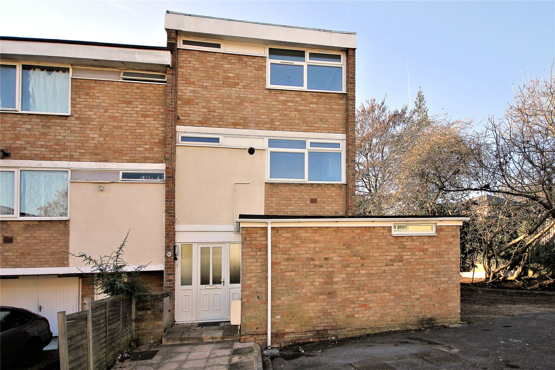 4 Bedrooms End Of Terrace House for sale in Moorholme, Woking, Surrey, GU22