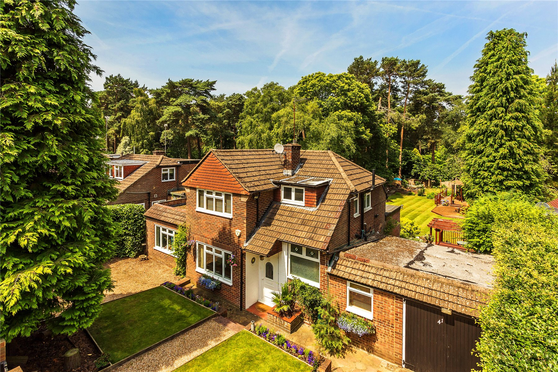 4 Bedrooms Detached House for sale in Pine Tree Hill, Pyrford, Surrey, GU22