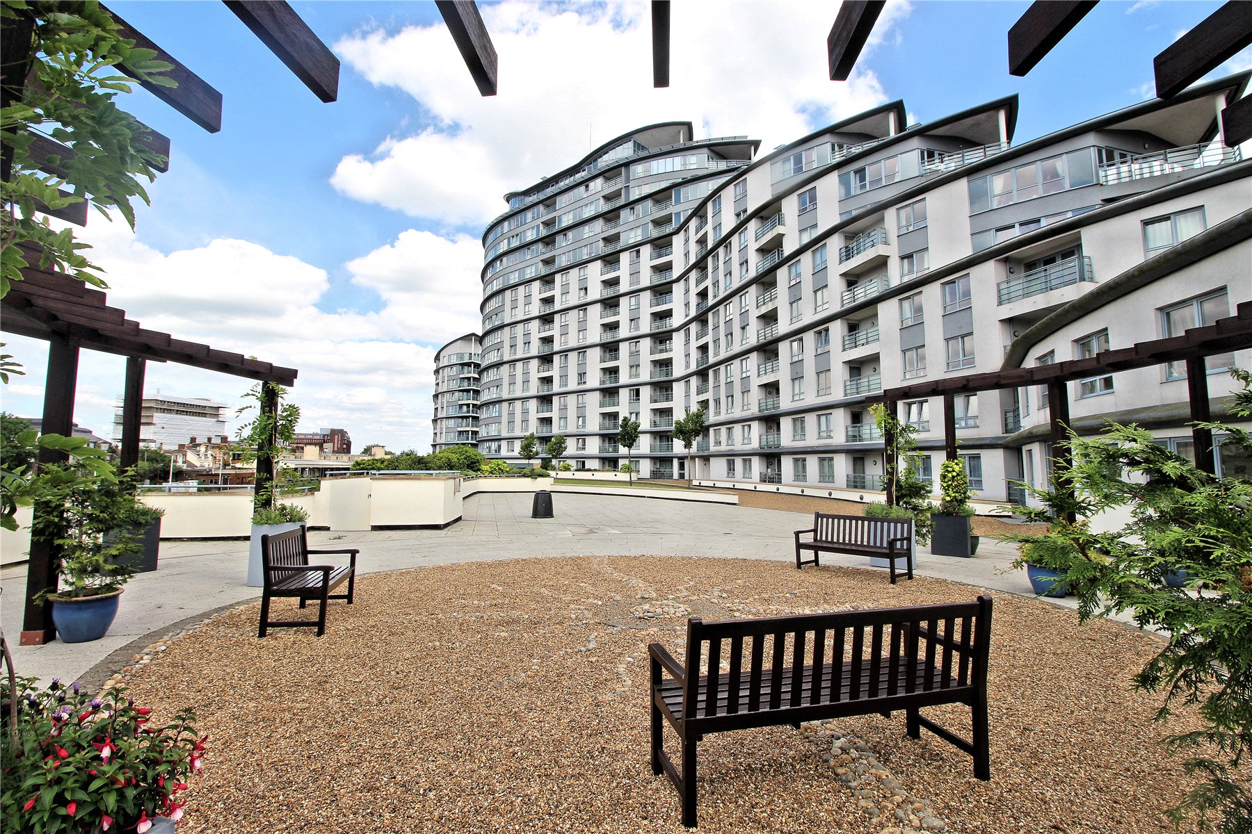 2 Bedrooms Apartment Flat for sale in Centrium, Station Approach, Woking, Surrey, GU22