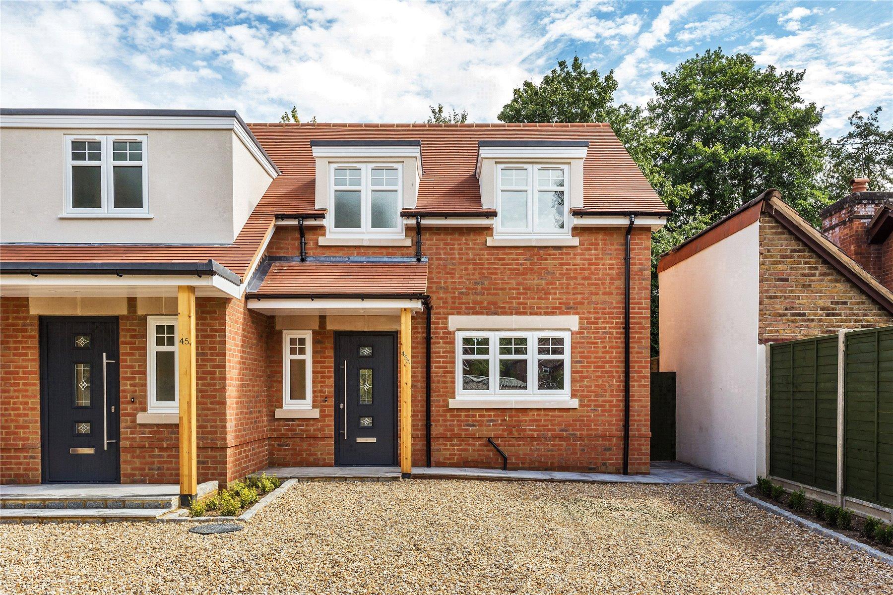 3 Bedrooms Semi Detached House for sale in Horsell Moor, Woking, Surrey, GU21