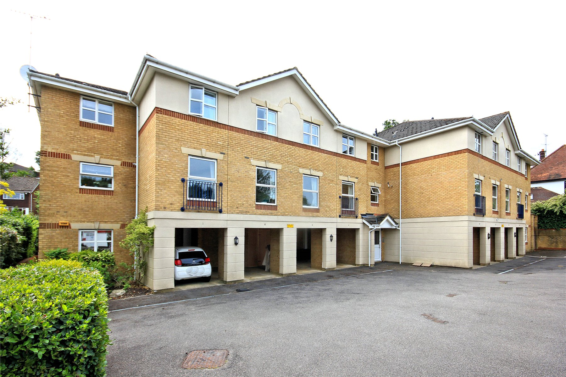 2 Bedrooms Retirement Property for sale in St Johns Gardens, St Johns Road, Woking, Surrey, GU21