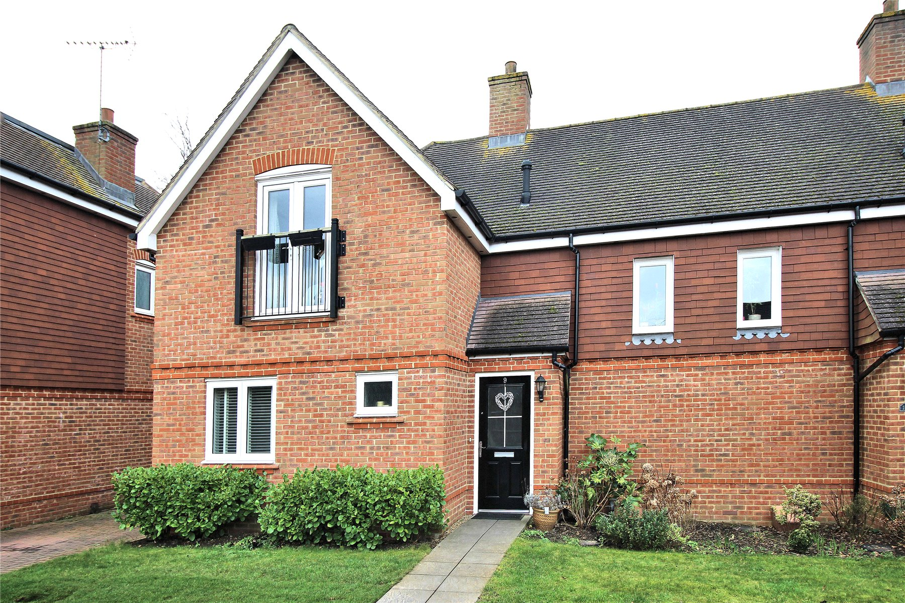 3 Bedrooms Semi Detached House for sale in Westfield Close, Woking, Surrey, GU22