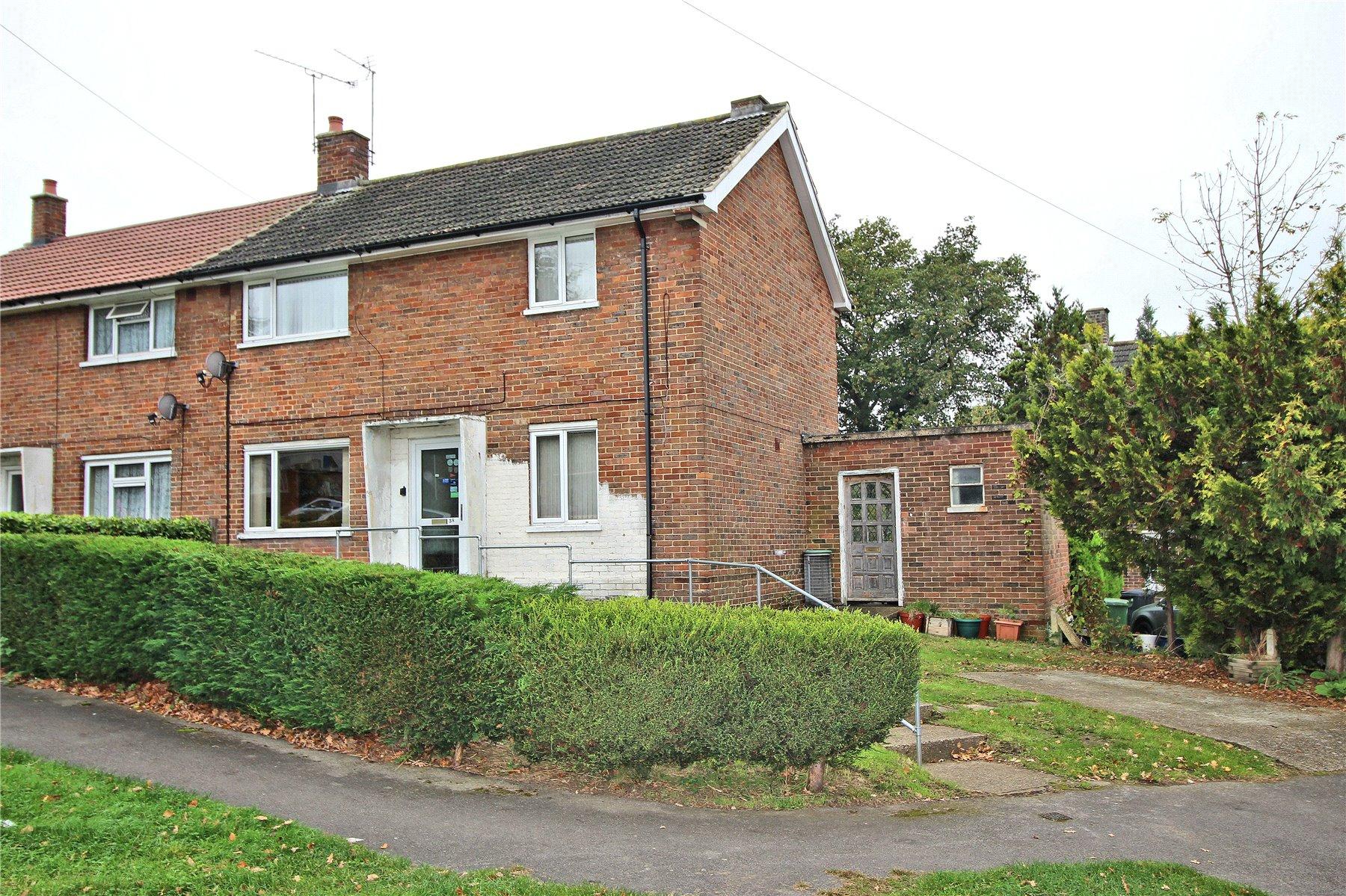 3 Bedrooms Semi Detached House for sale in Kent Road, Woking, Surrey, GU22