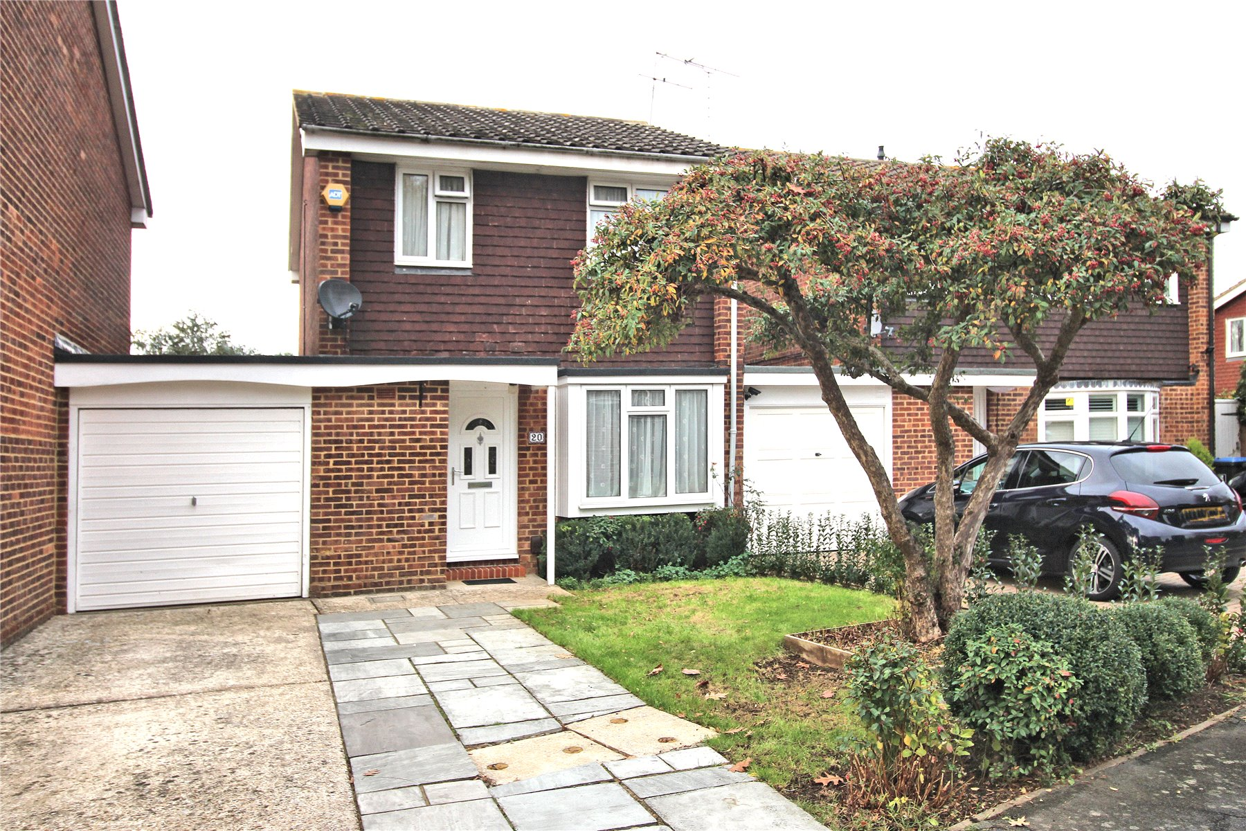 3 Bedrooms Link Detached House for sale in Muirfield Road, Woking, Surrey, GU21