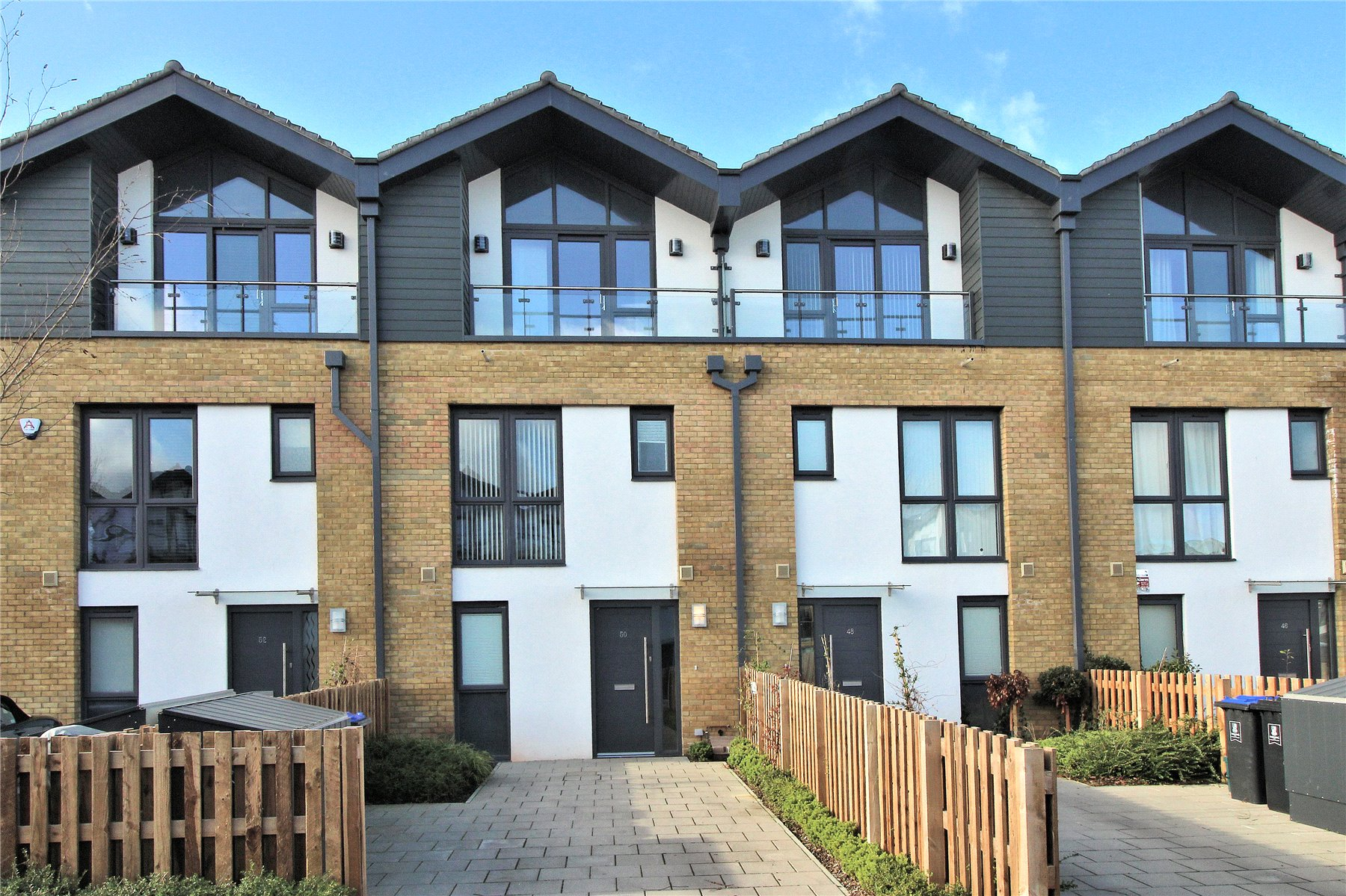 4 Bedrooms Terraced House for sale in Sycamore Avenue, Woking, Surrey, GU22
