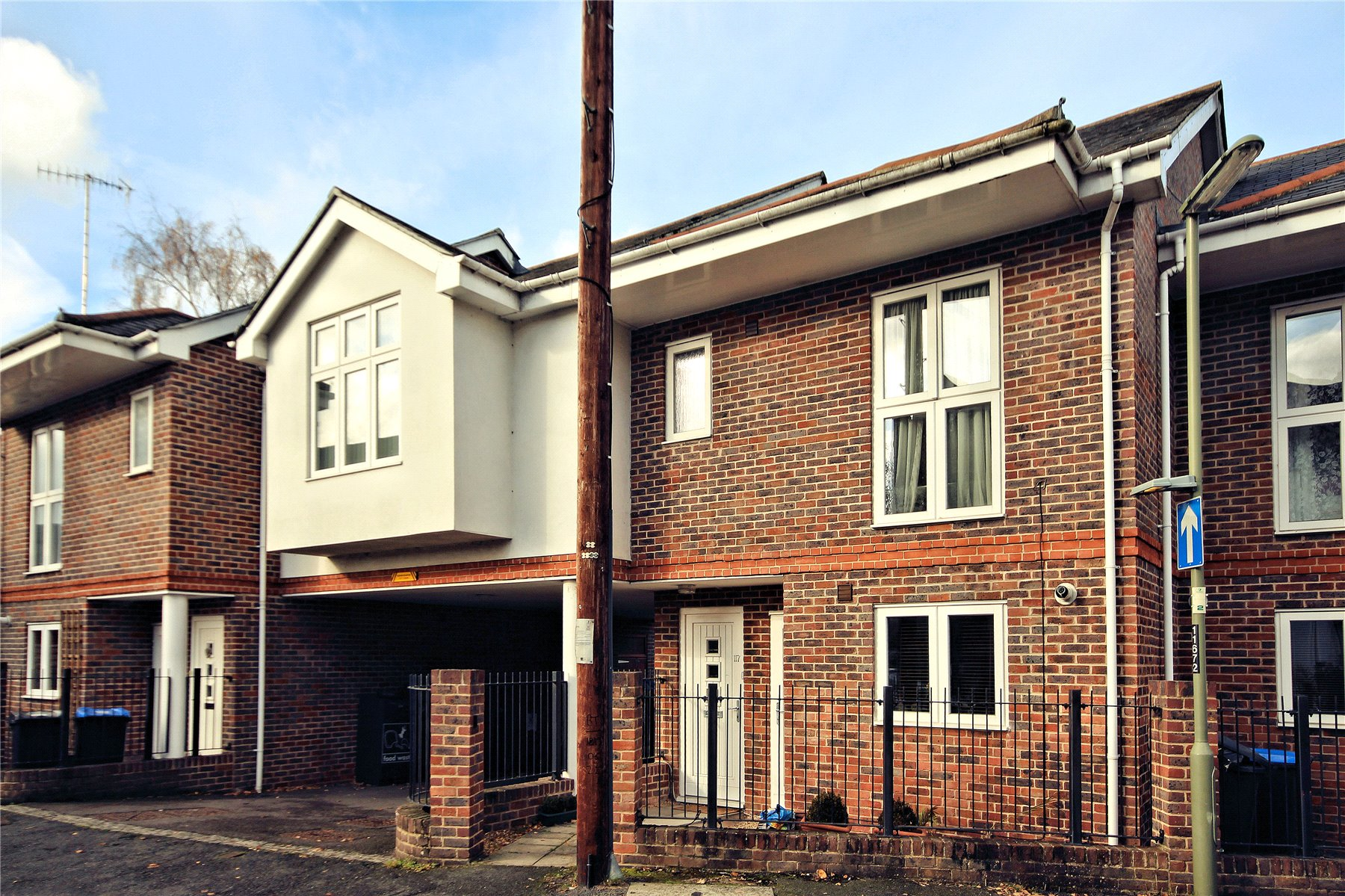 3 Bedrooms Terraced House for sale in Vale Farm Road, Woking, Surrey, GU21