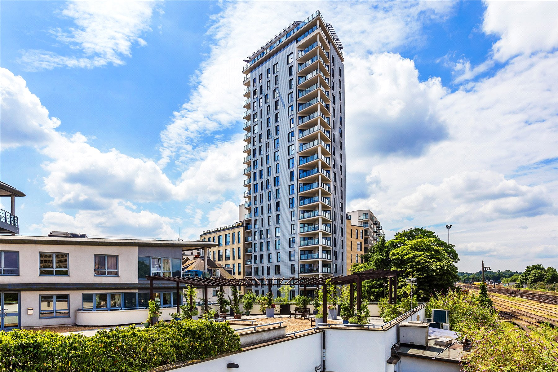 2 Bedrooms Apartment Flat for sale in Olympian Heights, Guildford Road, Woking, Surrey, GU22