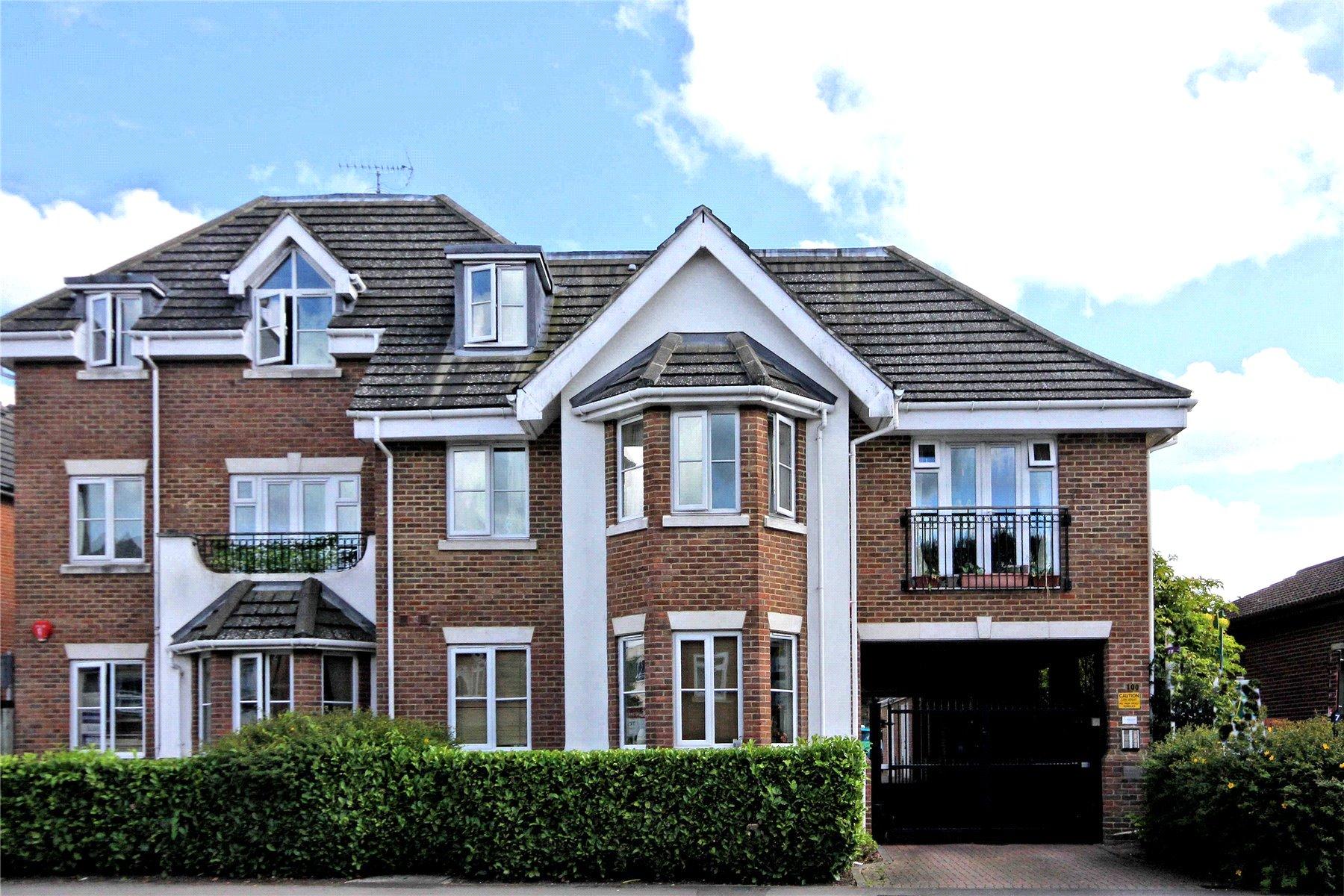 2 Bedrooms Apartment Flat for sale in Vantage Court, 100 Goldsworth Road, Woking, Surrey, GU21