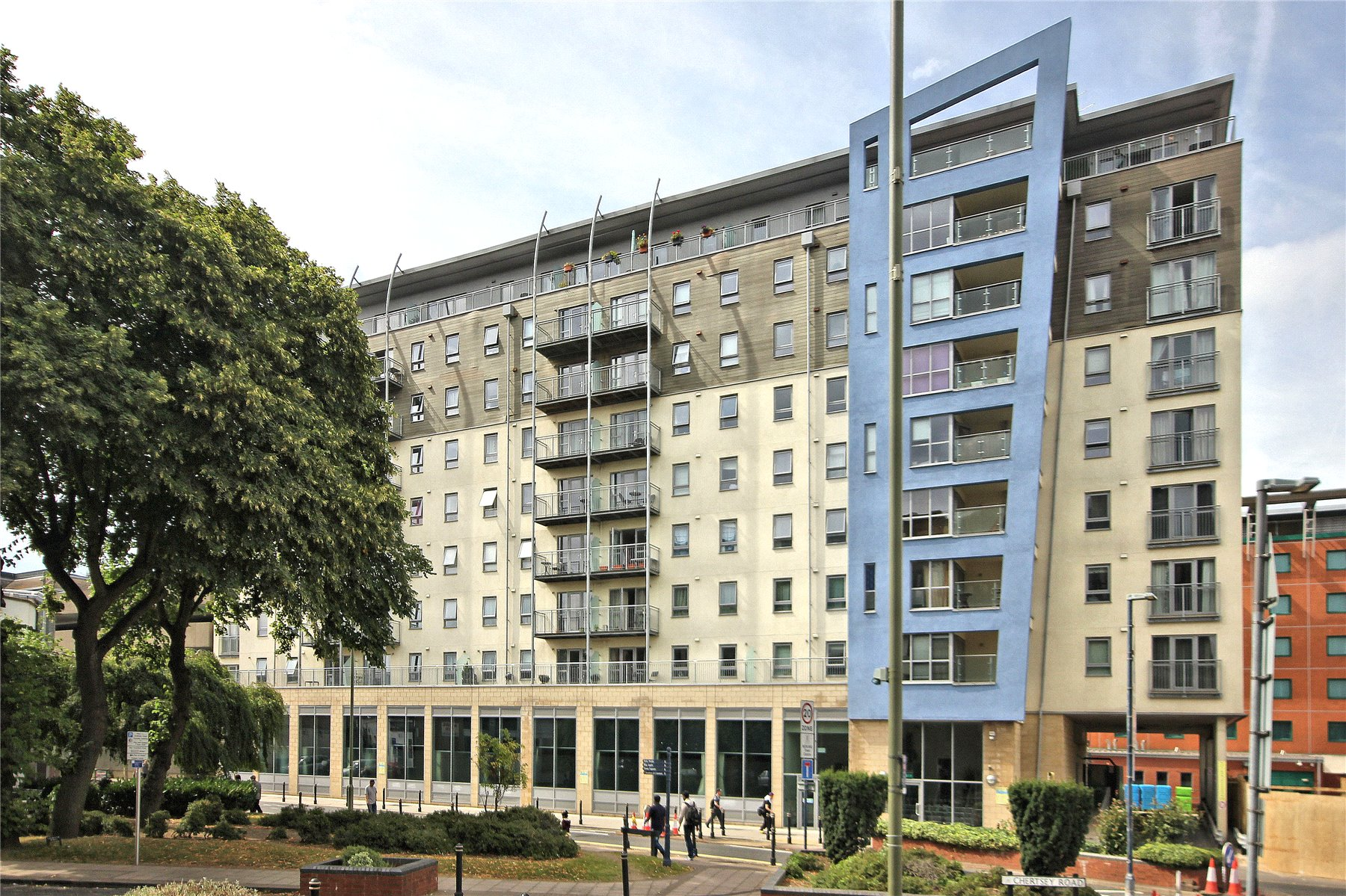 2 Bedrooms Apartment Flat for sale in Enterprise Place, 175 Church Street East, Woking, Surrey, GU21