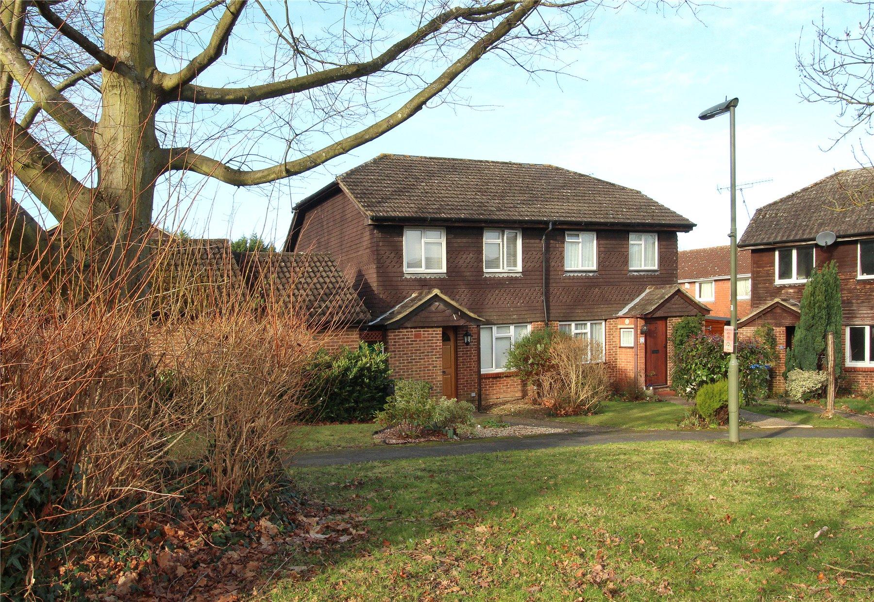 3 Bedrooms Semi Detached House for sale in Stainton Walk, Woking, Surrey, GU21