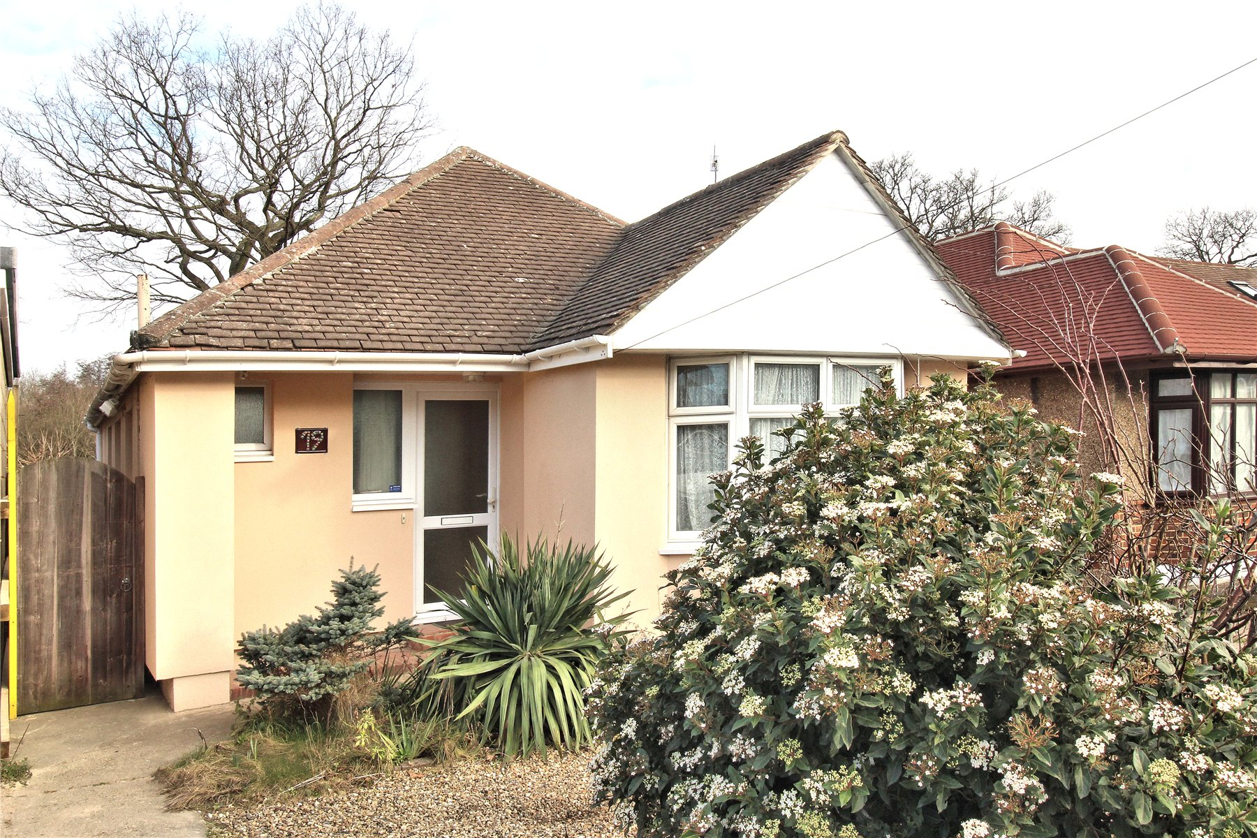 3 Bedrooms Detached Bungalow for sale in Fairfax Road, Woking, Surrey, GU22