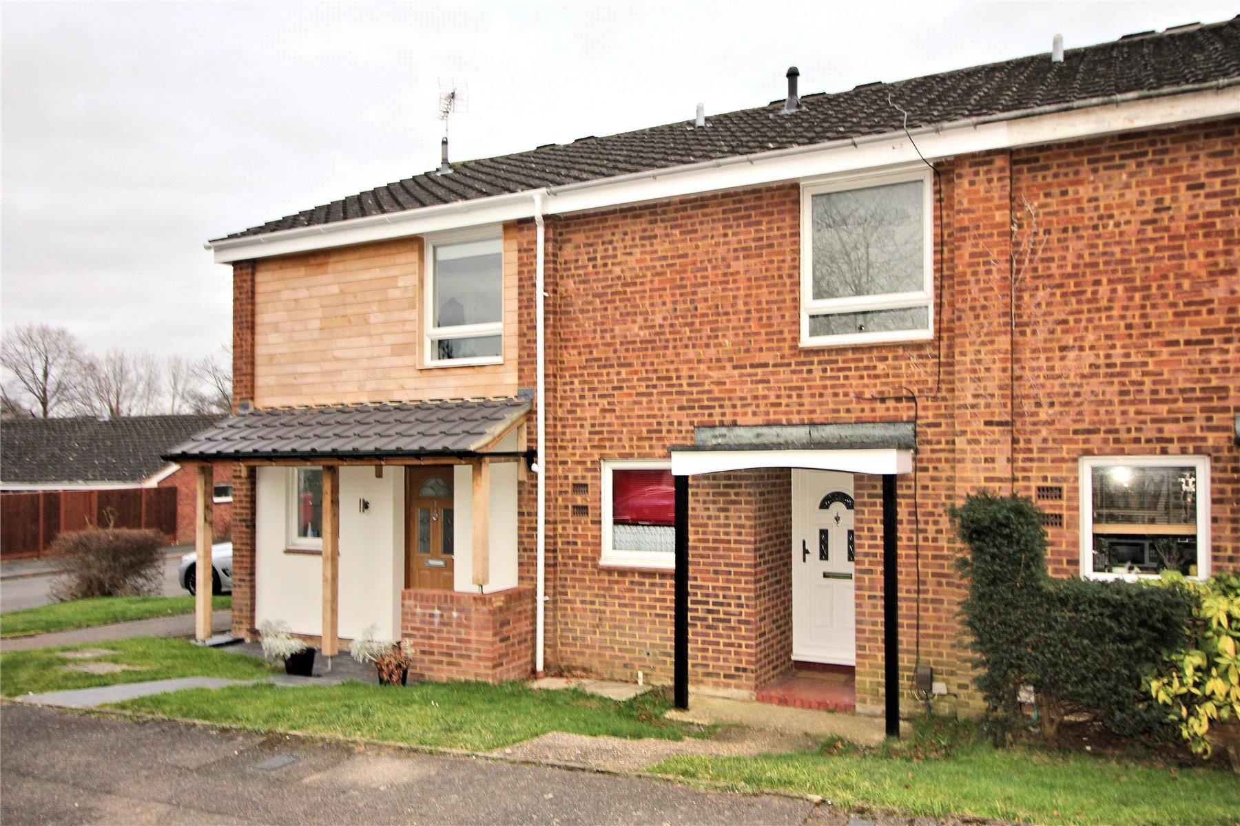 3 Bedrooms Terraced House for sale in Choir Green, Knaphill, Woking, Surrey, GU21