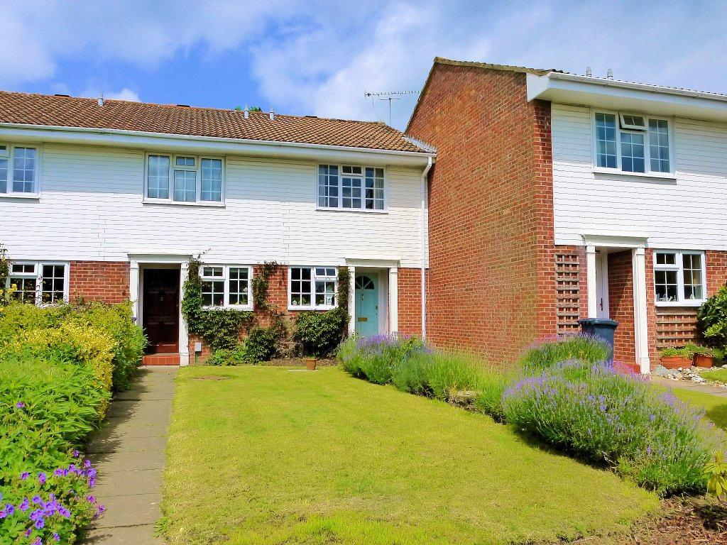 2 Bedrooms Terraced House for sale in Shelton Close, Guildford, Surrey, GU2