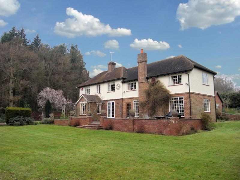 5 Bedrooms Detached House for sale in Cobbett Hill, Normandy, Surrey, GU3