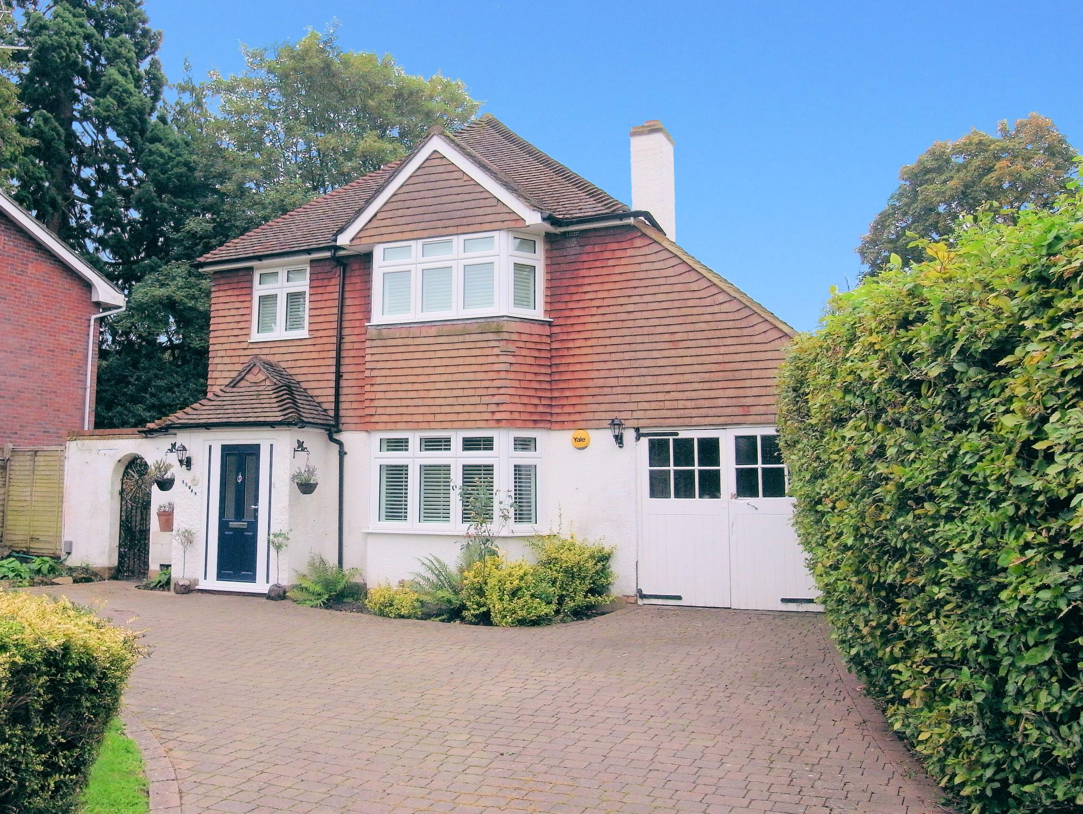 3 Bedrooms Detached House for sale in Broad Street, Guildford, Surrey, GU3