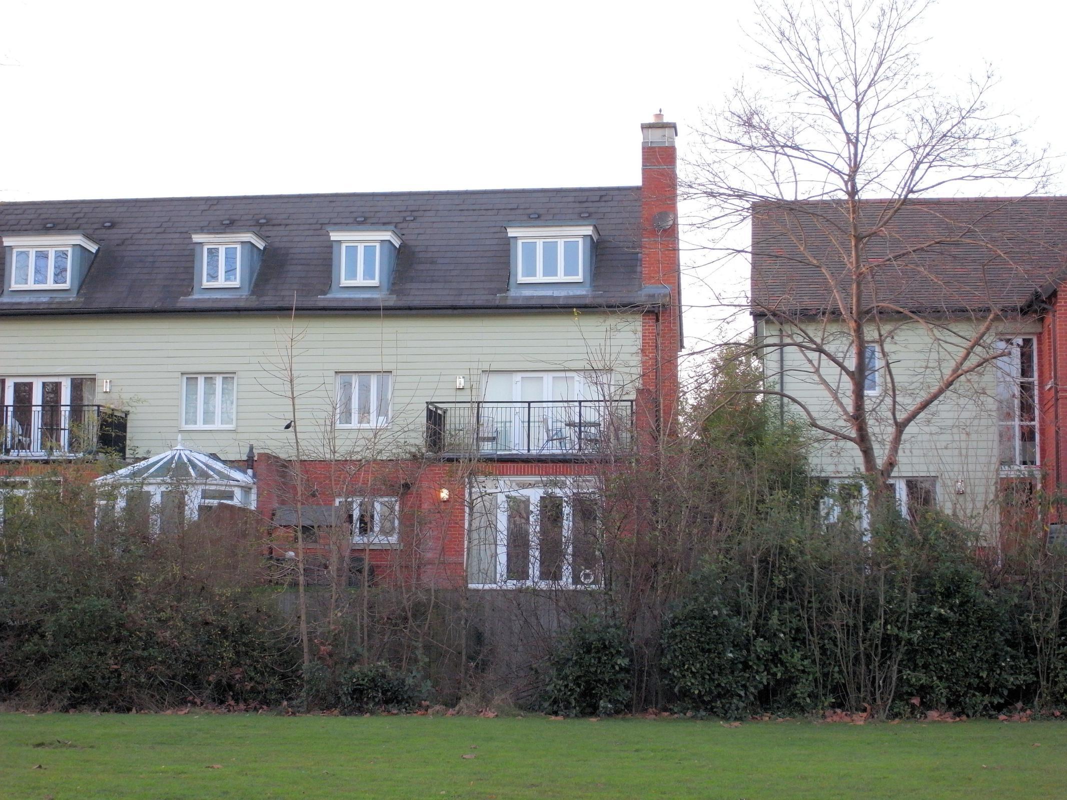 4 Bedrooms Semi Detached House for sale in Anderson Close, Queen Elizabeth Park, Guildford, Surrey, GU2