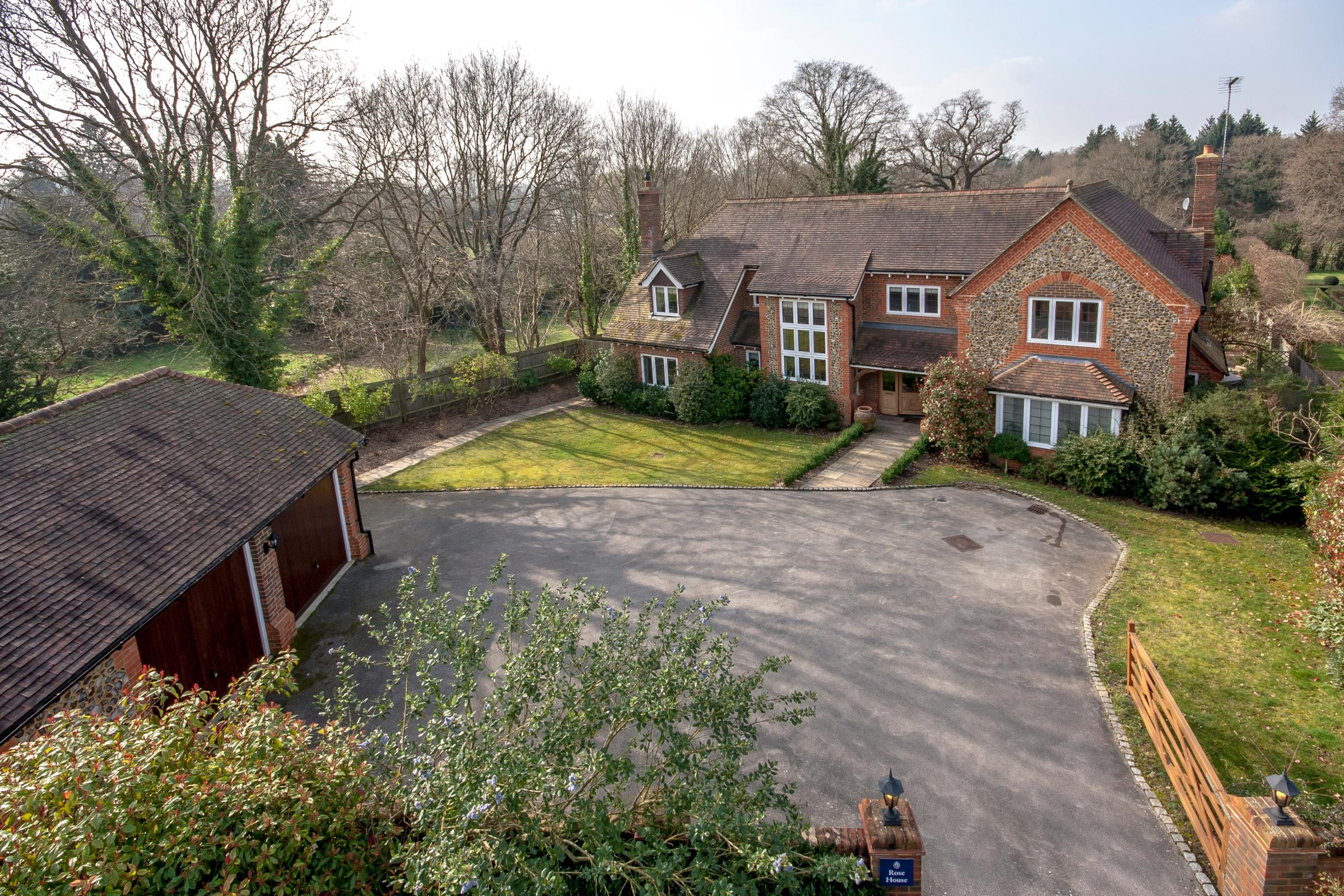 5 Bedrooms Detached House for sale in Perry Hill, Worplesdon, Surrey, GU3