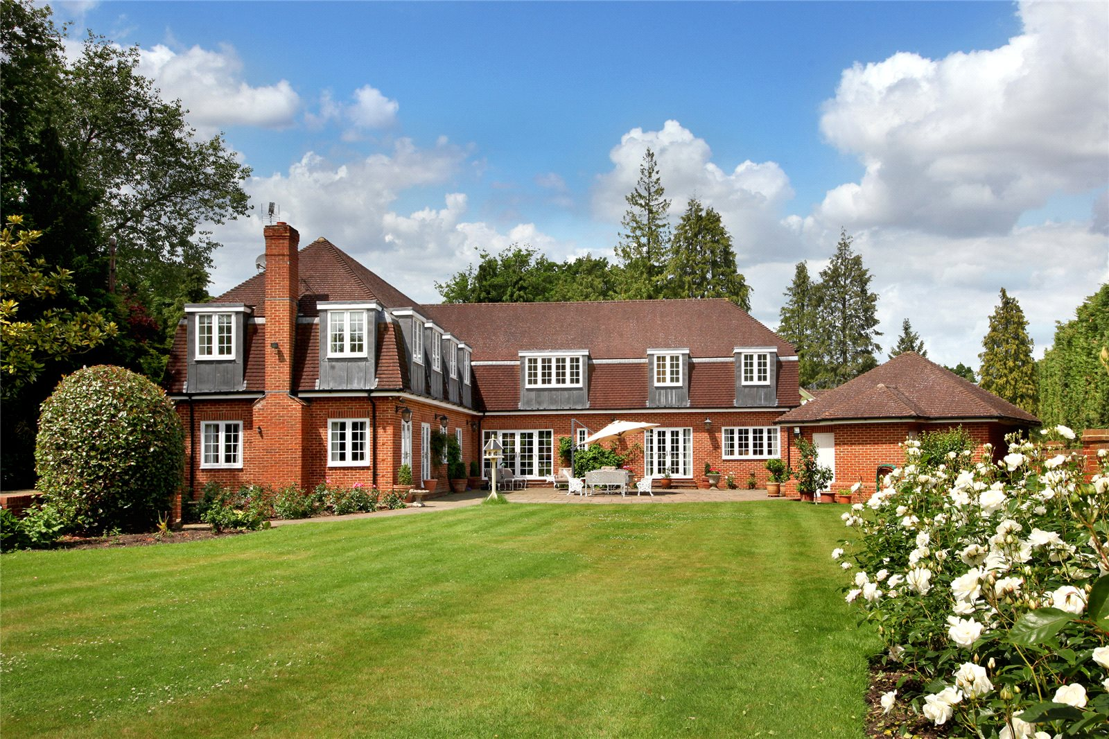 Additional photo for property listing at Titlarks Hill, Sunningdale, Ascot, Berkshire, SL5 Ascot, Ingiltere