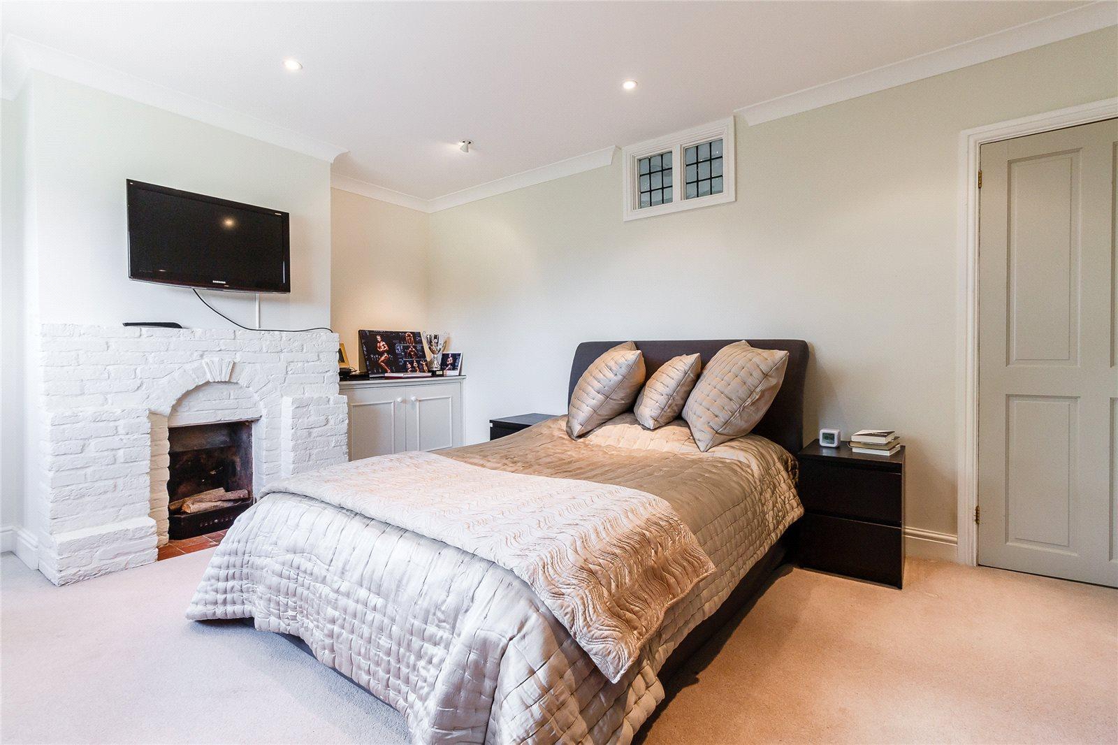 Additional photo for property listing at Sheepcote Lane, Paley Street, Nr Maidenhead, Berkshire, SL6 Berkshire, Anh Quốc