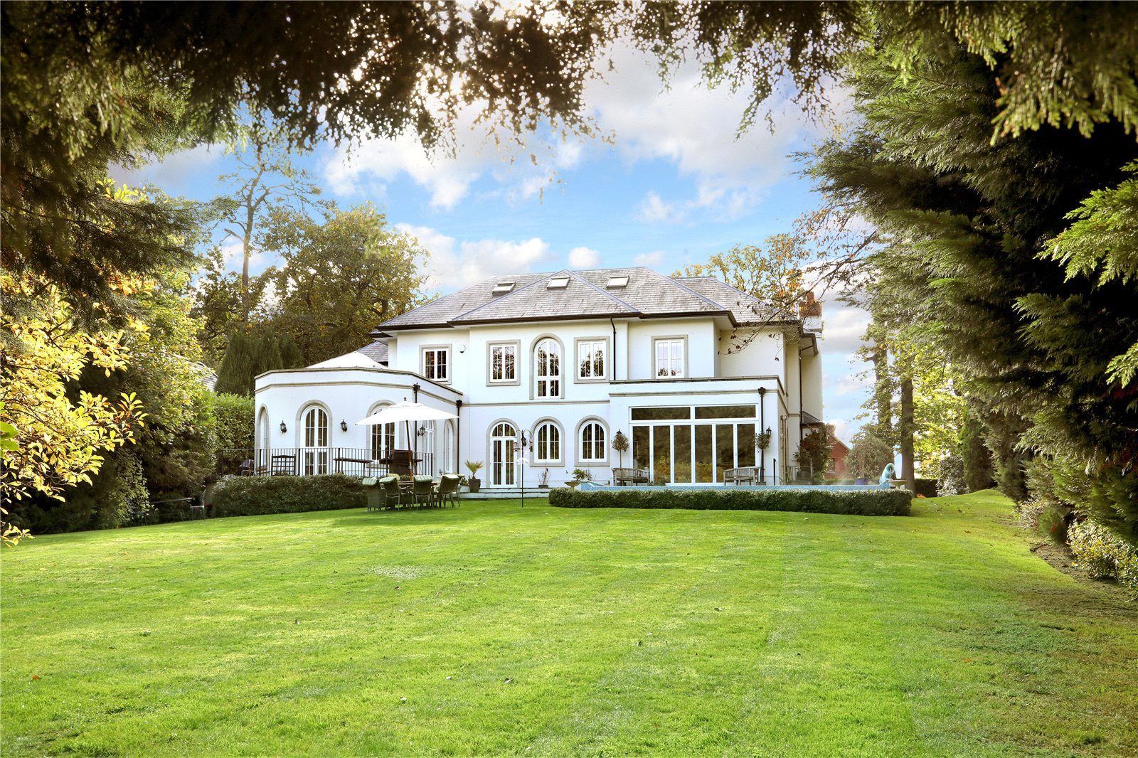 Single Family Home for Sale at Hancocks Mount, Sunningdale, Berkshire, SL5 Sunningdale, England