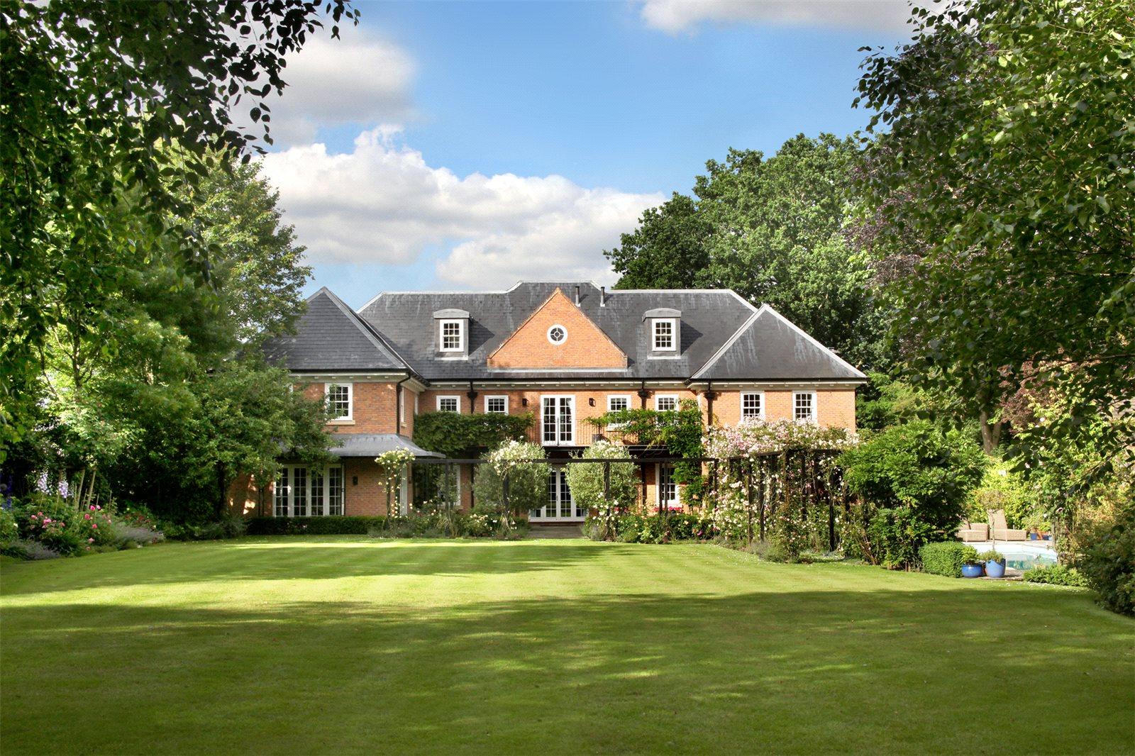 Casa para uma família para Venda às Priory Road, Sunningdale, Ascot, Berkshire, SL5 Ascot, Inglaterra