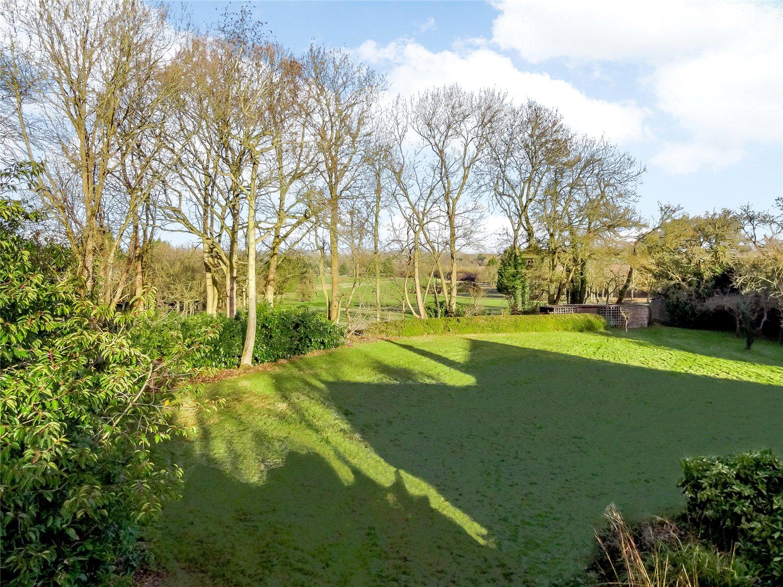 Additional photo for property listing at Hawthorn Hill, Warfield, Bracknell, Berkshire, RG42 Bracknell, Inglaterra