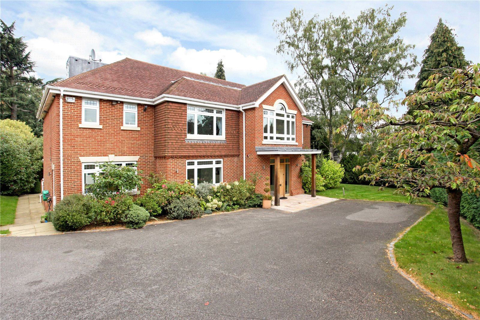 Single Family Home for Sale at Queens Hill Rise, Ascot, Berkshire, SL5 Ascot, England