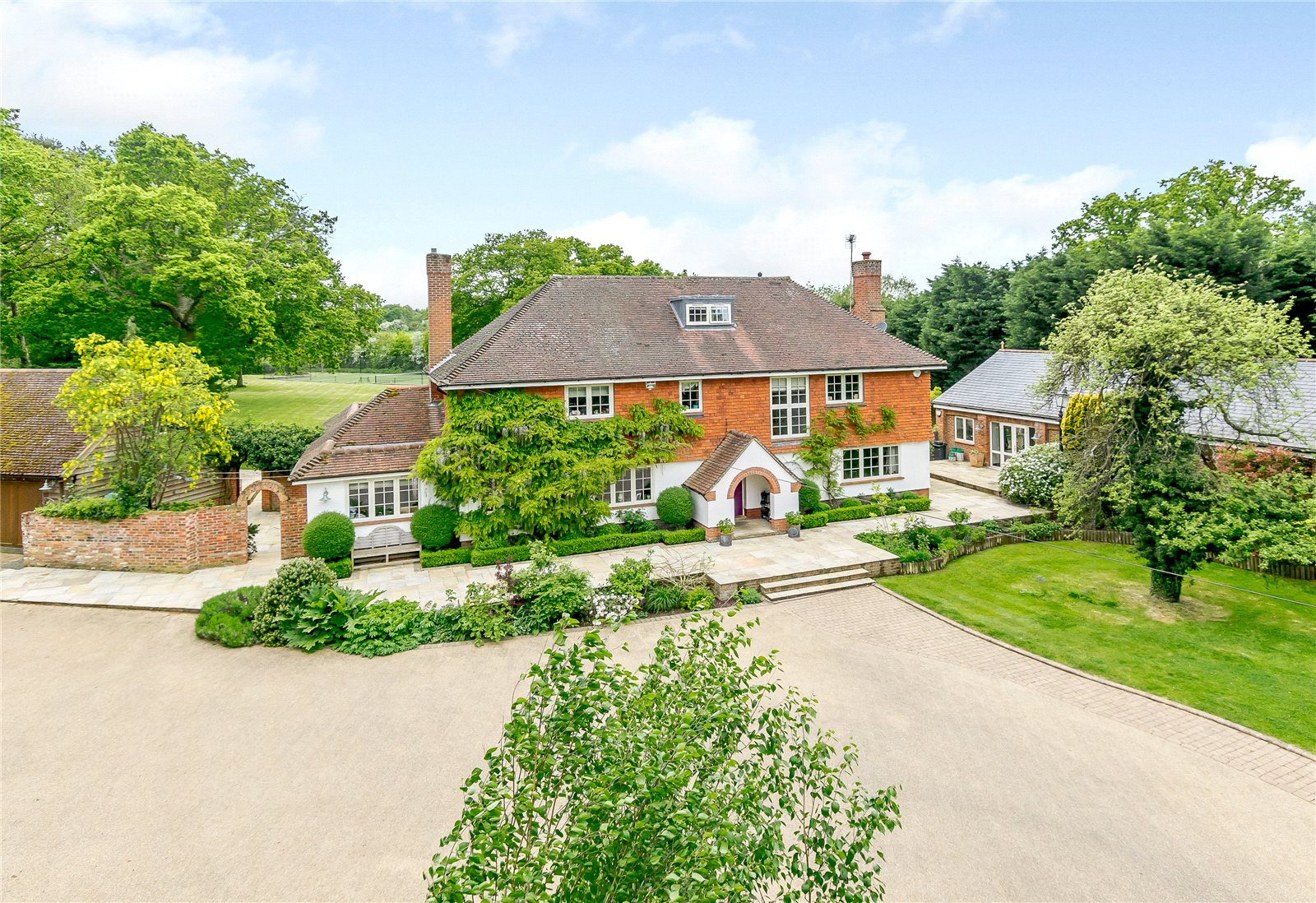 Cricketers Lane Warfield Berkshire Rg42 A Luxury Home For Sale