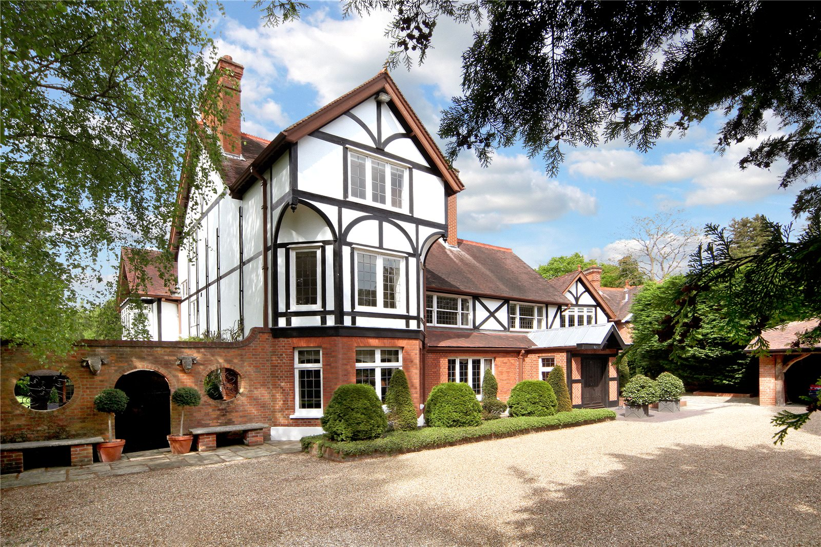 Single Family Home for Sale at Bishopsgate Road, Englefield Green, Egham, Surrey, TW20 Egham, England