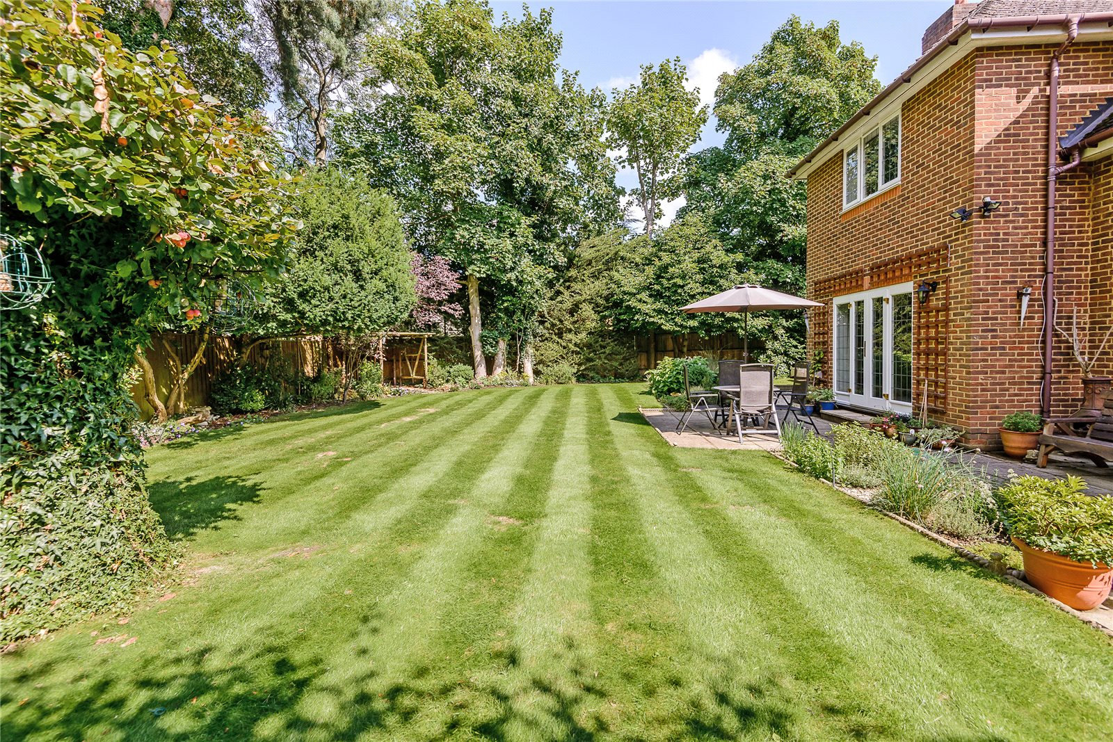 Additional photo for property listing at Winkfield Row, Winkfield, Berkshire, RG42 Berkshire, Inghilterra