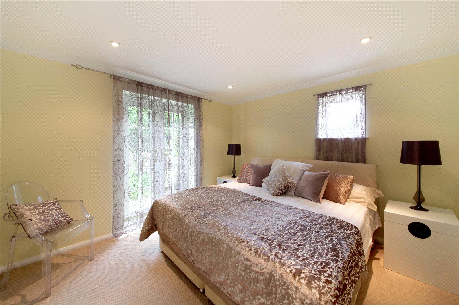 Additional photo for property listing at Gibbins Lane, Warfield, Berkshire, RG42 Berkshire, 영국
