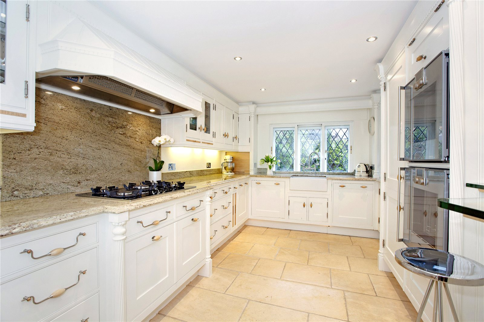 Additional photo for property listing at High Street, Bray, Maidenhead, Berkshire, SL6 Maidenhead, Anh Quốc