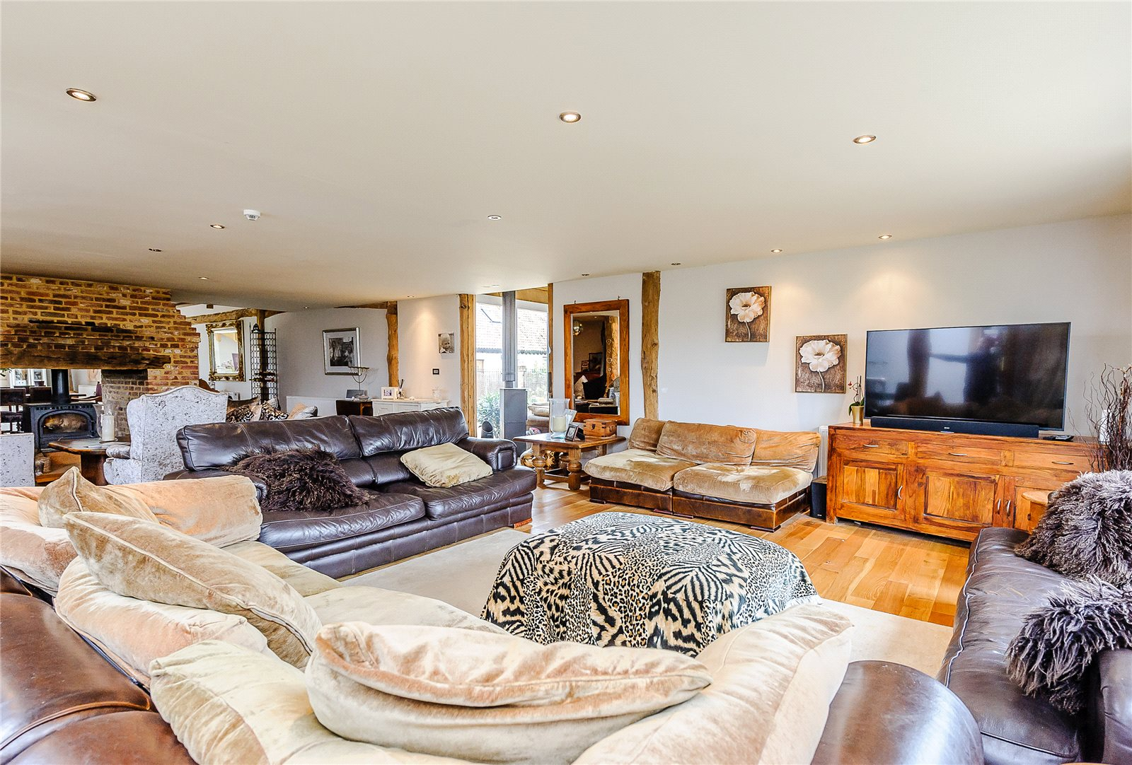 Additional photo for property listing at Envilles Barns, Little Laver, Ongar, Essex, CM5 Ongar, 영국
