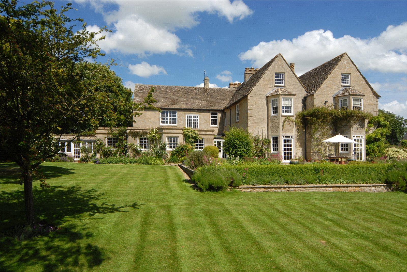 Casa para uma família para Venda às High Street, Kempsford, Fairford, Gloucestershire, GL7 Wales