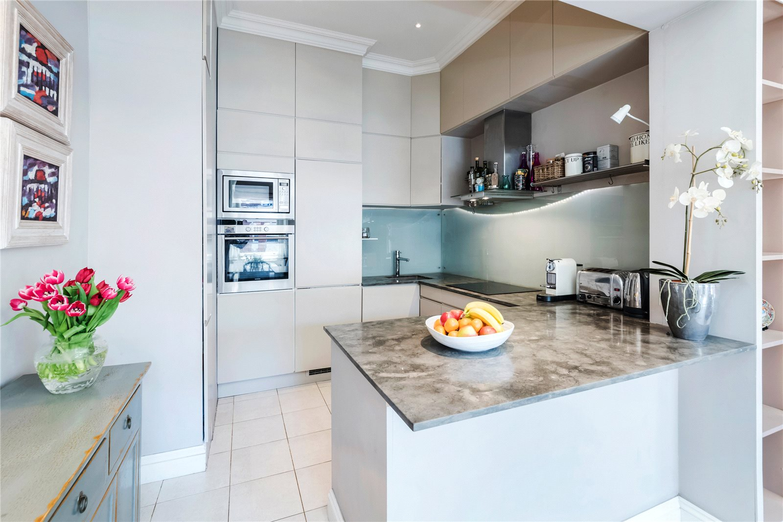 Additional photo for property listing at Bramham Gardens, London, SW5 London, Engeland