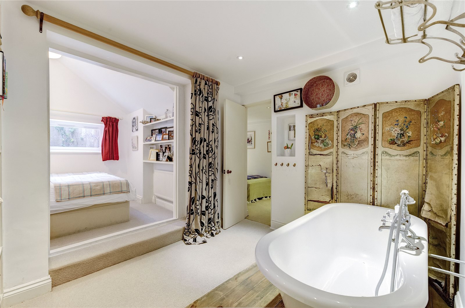 Additional photo for property listing at Powis Gardens, London, W11 London, England
