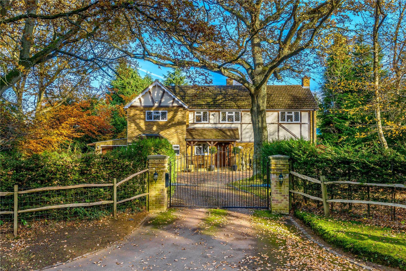 独户住宅 为 销售 在 Binton Lane, Seale, Farnham, Surrey, GU10 Farnham, 英格兰