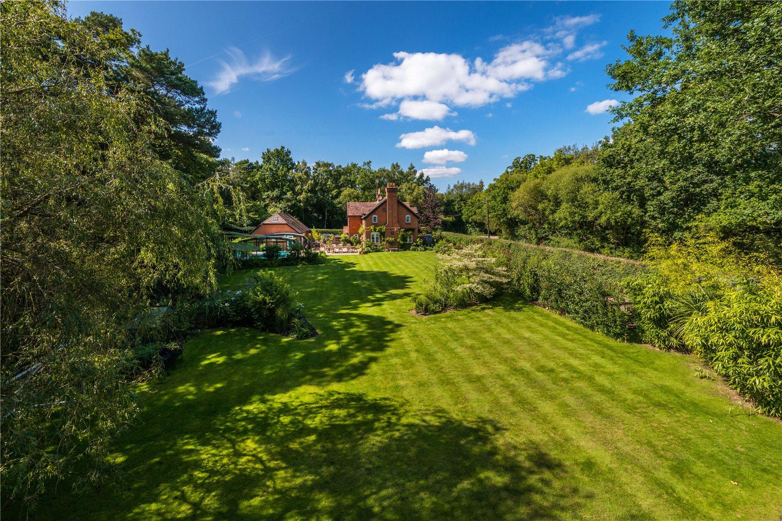 独户住宅 为 销售 在 Dockenfield, Farnham, Surrey, GU10 Farnham, 英格兰