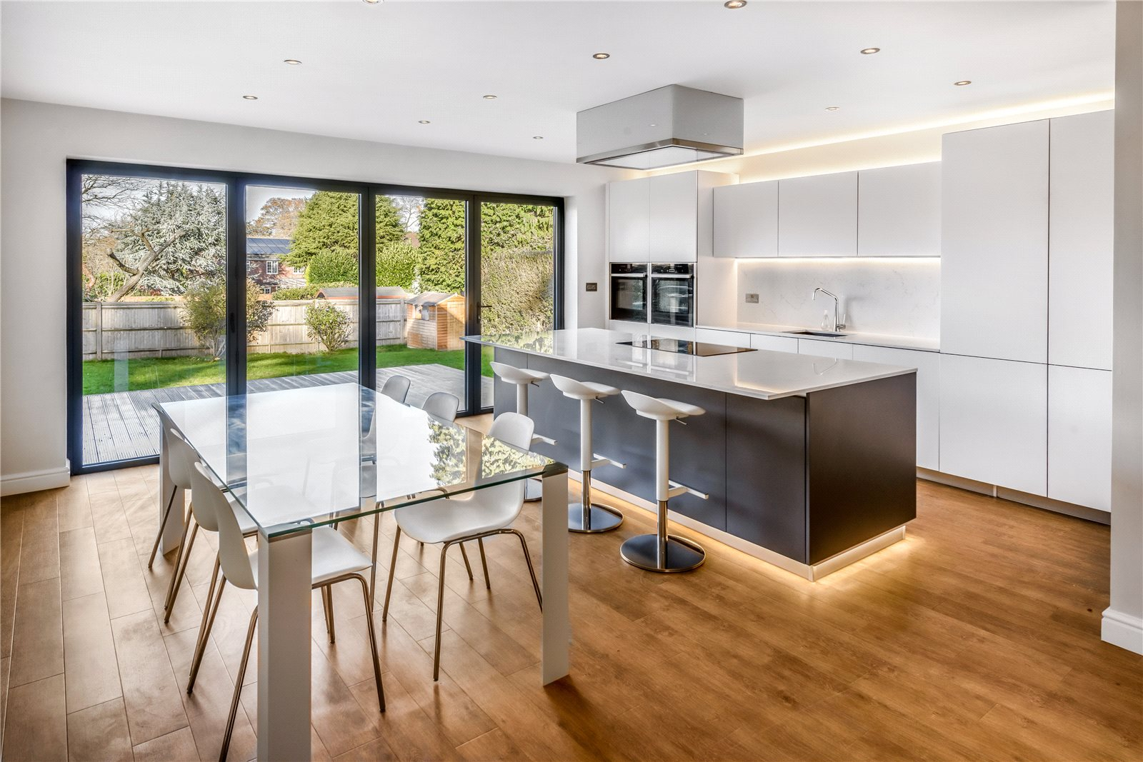 Additional Photo For Property Listing At Green Lane Churt Farnham Surrey Gu10