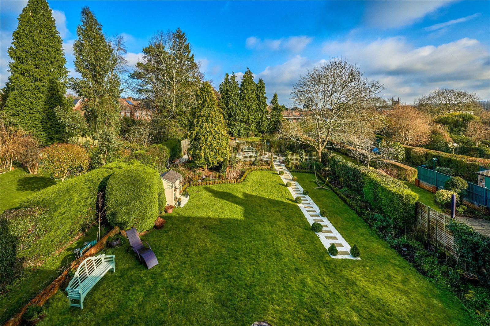独户住宅 为 销售 在 Crondall Lane, Farnham, Surrey, GU9 Farnham, 英格兰