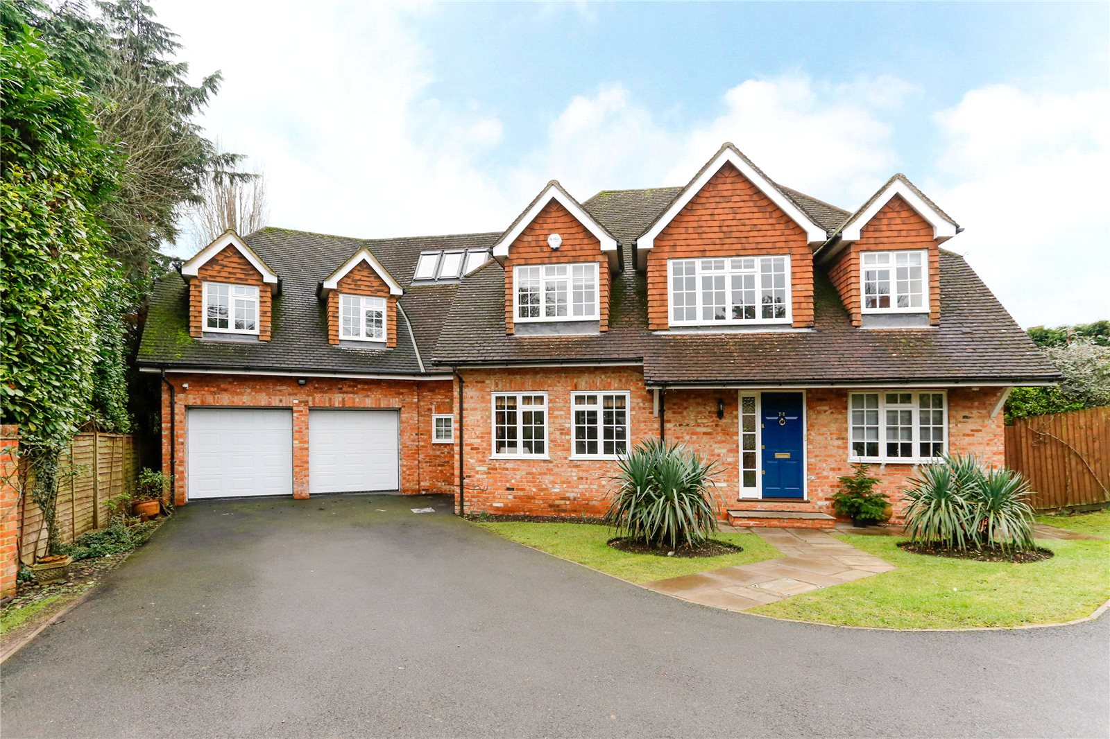 Additional photo for property listing at Hill Rise, Chalfont St Peter, Gerrards Cross, Buckinghamshire, SL9 Gerrards Cross, Inghilterra