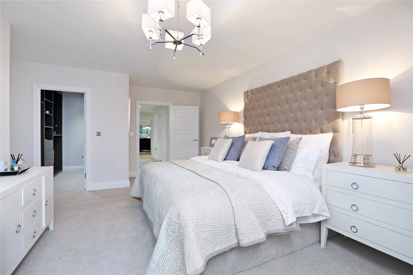 Additional photo for property listing at South Park Crescent, Gerrards Cross, Buckinghamshire, SL9 Gerrards Cross, Inghilterra