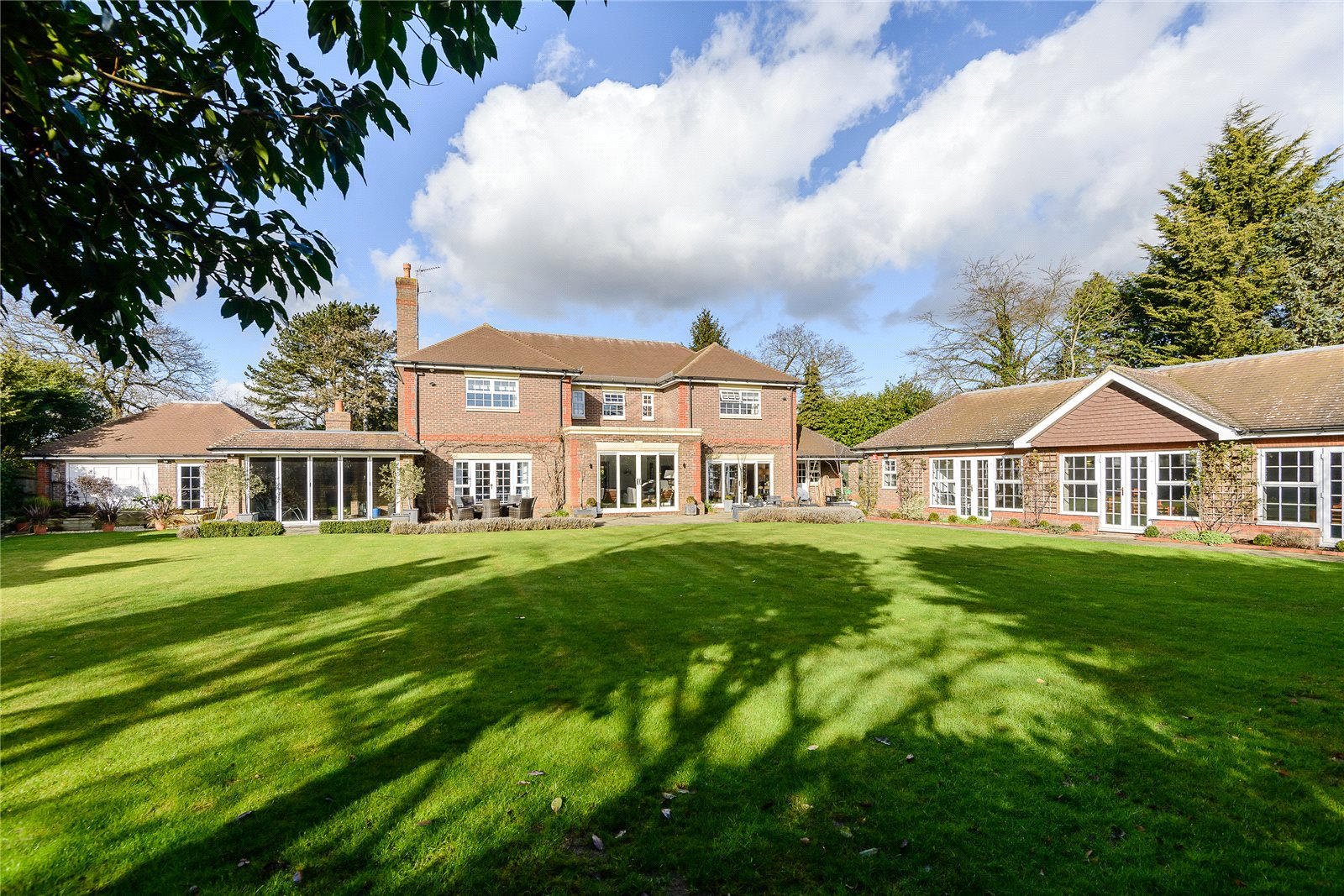Additional photo for property listing at Camp Road, Gerrards Cross, Bucks, SL9 영국