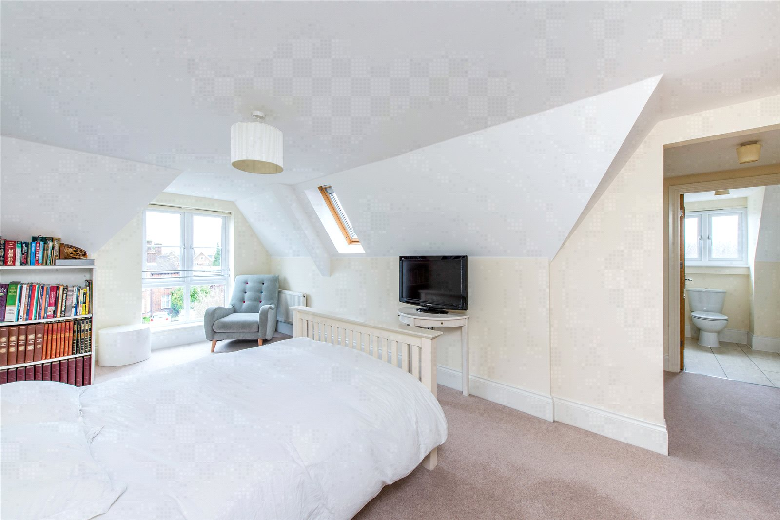 Additional photo for property listing at Ethorpe Crescent, Gerrards Cross, Buckinghamshire, SL9 Gerrards Cross, イギリス