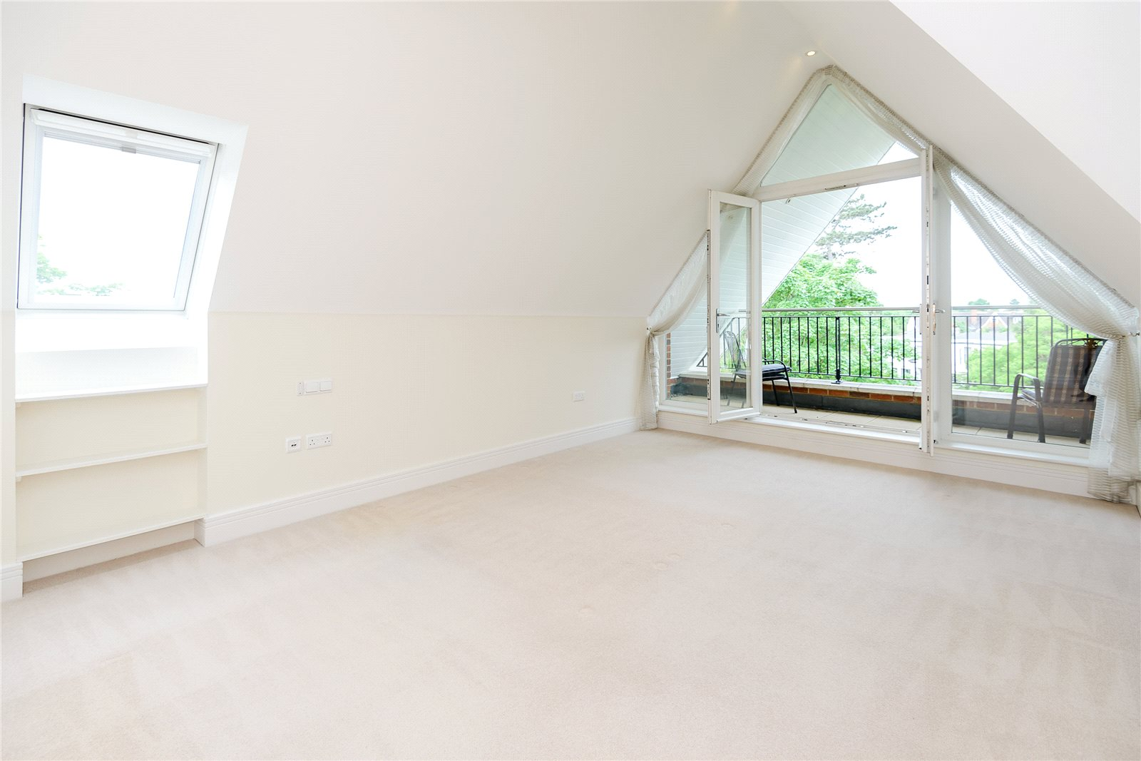 Additional photo for property listing at Claremont Court, 76 Packhorse Road, Gerrards Cross, Buckinghamshire, SL9 Gerrards Cross, Angleterre