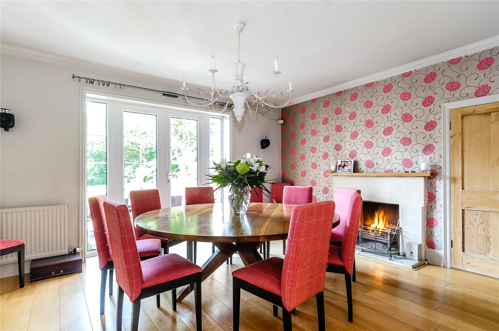 Additional photo for property listing at The Avenue, Bucklebury, Reading, Berkshire, RG7 Reading, Ingiltere