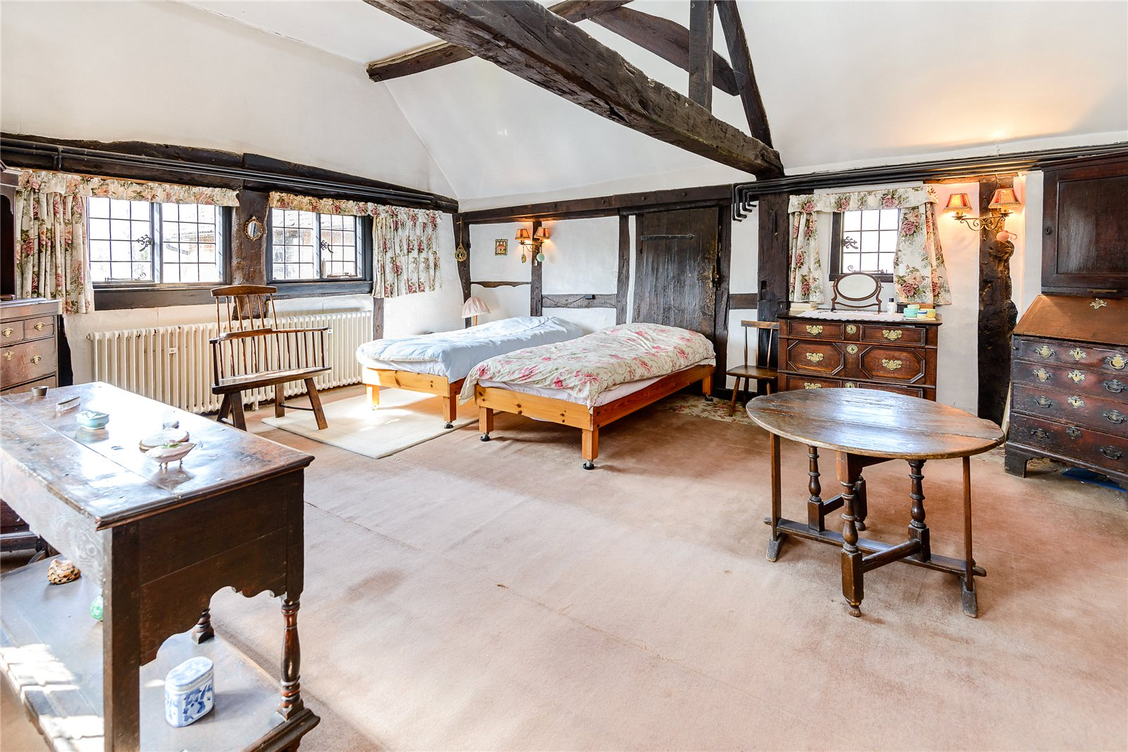 Additional photo for property listing at Old Hatch Farm, Dorking Road, Abinger Hammer, Surrey, RH5 Abinger Hammer, Anh Quốc