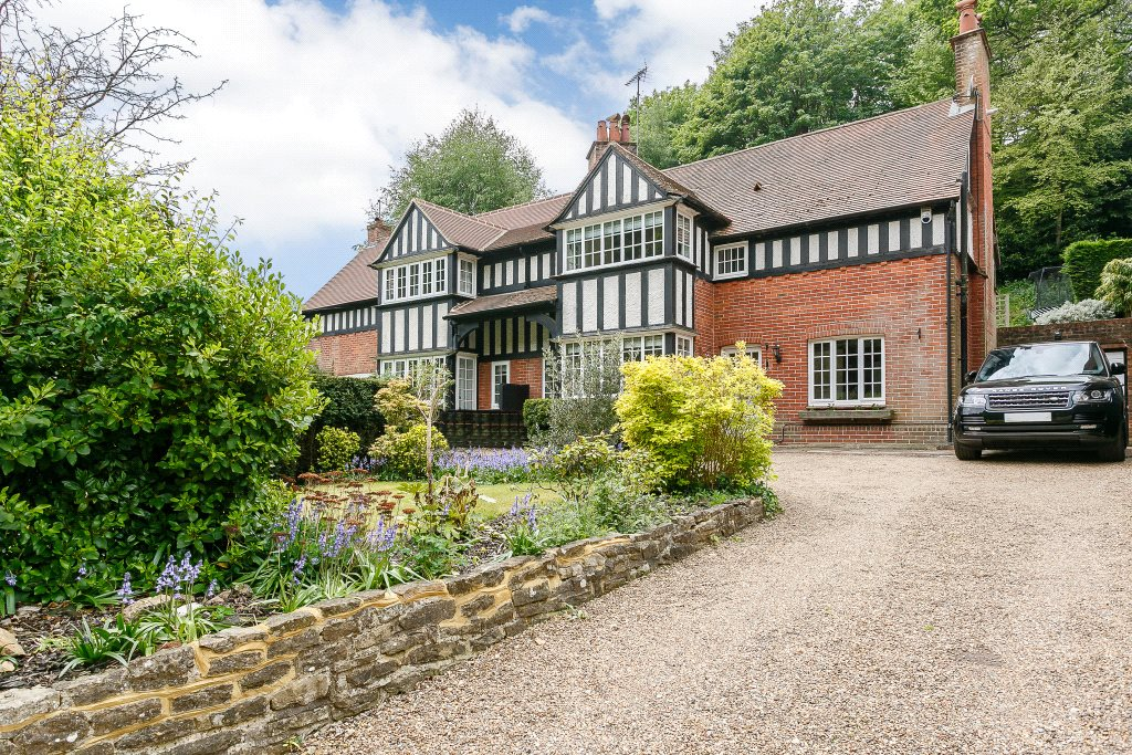 Villa per Vendita alle ore Charterhouse Road, Godalming, Surrey, GU7 Godalming, Inghilterra