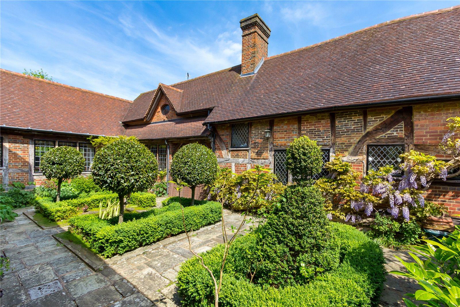 Villa per Vendita alle ore Church Lane, Cranleigh, Surrey, GU6 Cranleigh, Inghilterra