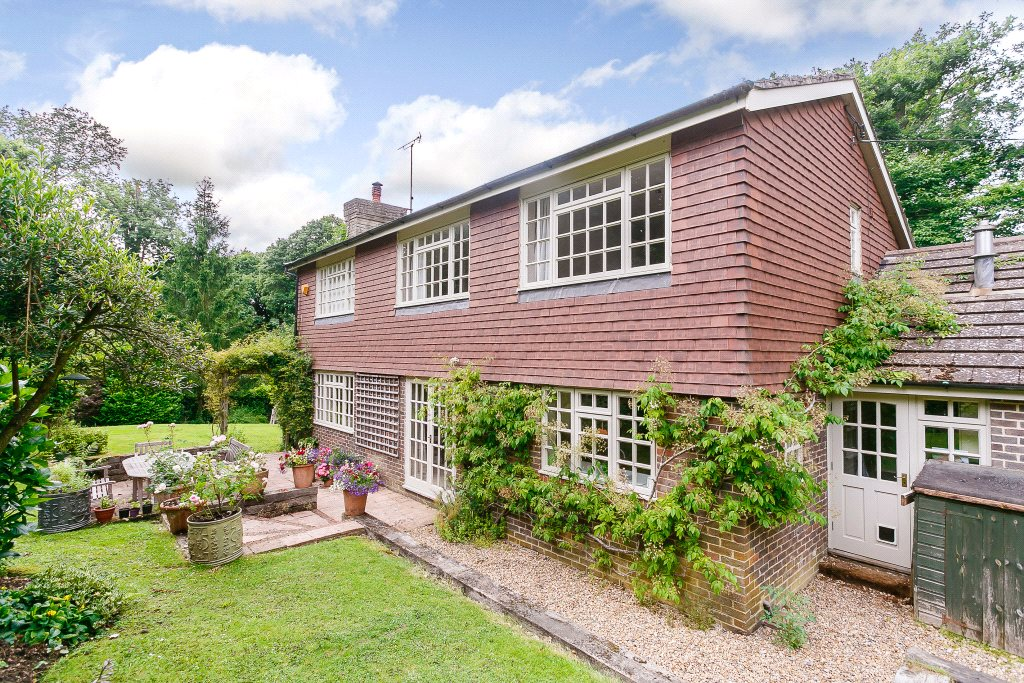 Частный дом для того Продажа на Spronketts Lane, Bolney, Haywards Heath, West Sussex, RH17 Haywards Heath, Англия